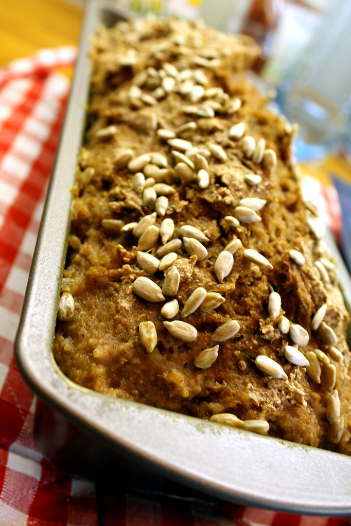 Dinkel-Roggen Brot mit Sonnenblumenkernen