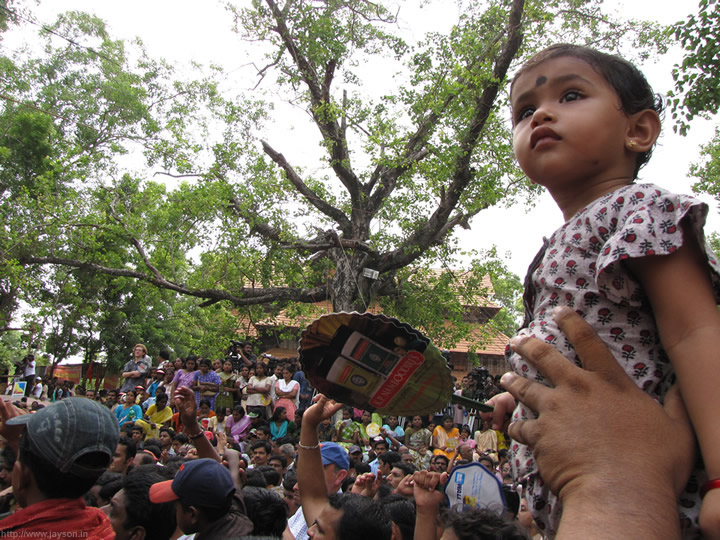 curious child at pooram - What is there to see?