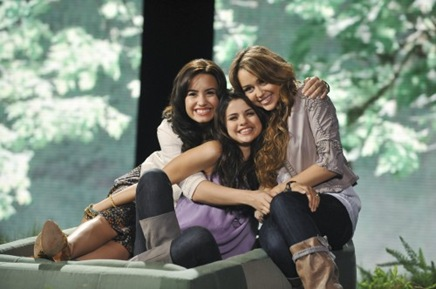 miley-selena-demi-disney-green-initiative-500x332[5]