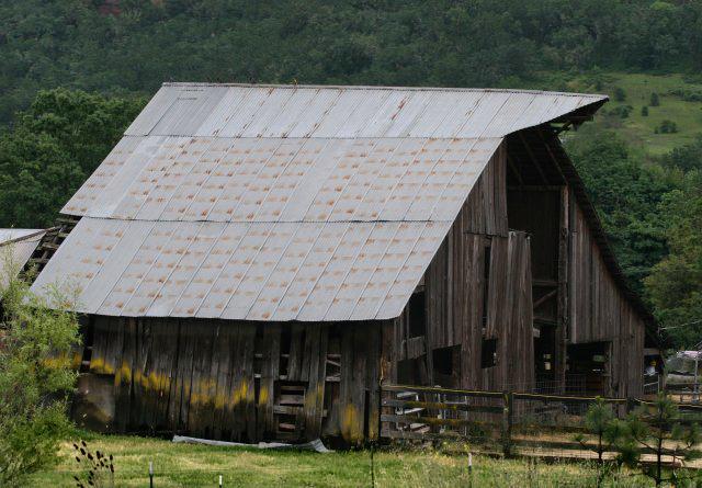 Barn off I-5
