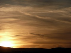 Bernsteinabend an Pfingsten (James Bimmel) Tags: lumix sonnenuntergang frankfurt himmel wolken panasonic taunus dmc bernstein himmelsfarben tz3 sandplacken wolkenfarben farbeimhimmel