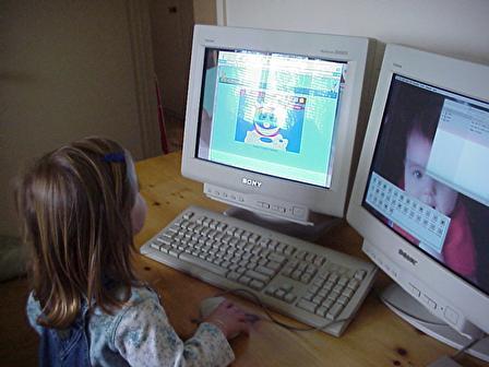 little-girl-computer