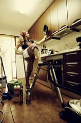 Superwoman (Srta. Lunares) Tags: woman beauty casa mujer mam mother escalera cocina laugh guapa divina risa belleza productos limpiando escoba fregona limpieza cocinando 50d trabajadora aspiradora amadecasa