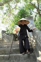 Lm Khm (pinnee.) Tags: traveling danang marblemountain centralvietnam mintrung april2010