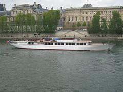 """Sleek looking """"Clipper Paris"""" sailing past Louvre Museum (AlainDurand) Tags: paris france yachts 75 iledefrance riverseine superyachts rivercruises alaindurand rgioncapitale clipperparis riveryachts deluxecruises"""