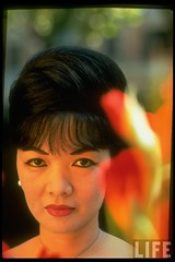1963 Vietnamese First Family's Madame Ngo Dinh Nhu in serious portrait. par VIETNAM History in Pictures (1962-1963)