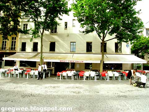 Pictures Of Paris Cafes. in all Parisian cafes.