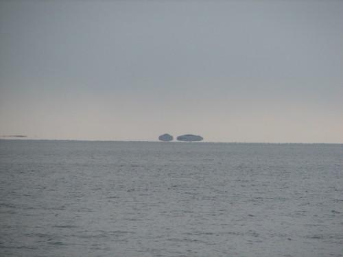 floating islands - optical illusion