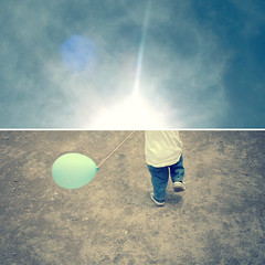 Don't you worry 'bout a thing (xdesx) Tags: sun diptych kurt balloon blues run flare littleboy dippy johnlegend