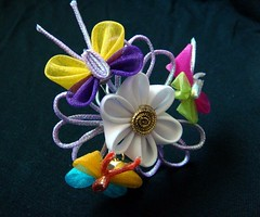 Spring Touch Kanzashi (Hatsu-chan^^) Tags: butterfly petals mum folding hairpin tsumami kanzashi hanakanzashi