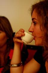 Tea sip! (spidey78_nl) Tags: sydney darlingharbour 50mmf28 400d carlzeissjenatessar
