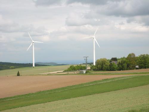 Zwei Windräder auf der Neutscher Höhe