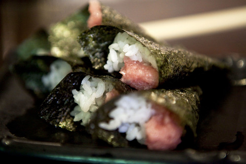Mini tuna with spring onion hand roll sushi