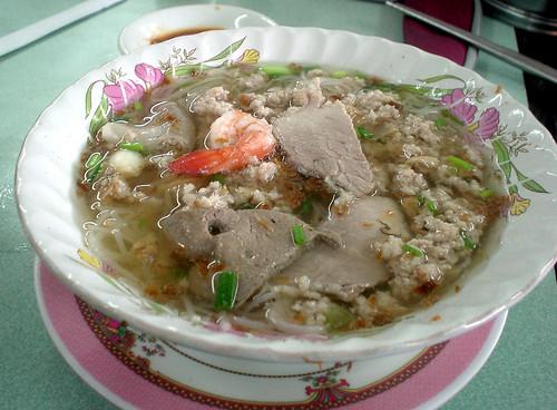 003.早餐的豬肉海鮮米粉湯