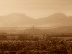 Wallace Monument (Barrie Caveman) Tags: mountains landscape scotland stirling scottish hills grangemouth stirlingshire wallacesmonument centralscotland forthvalley polmont ortonsepia