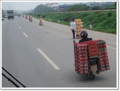 tn_路邊整排的法國麵包兜售