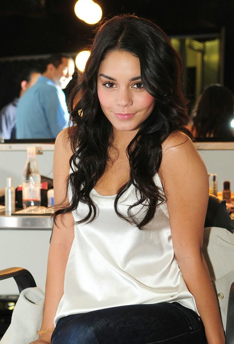 vanessa-hudgens-neutrogena-shoot-01