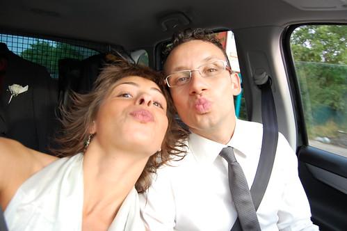 mike e laura, baci per gli sposi