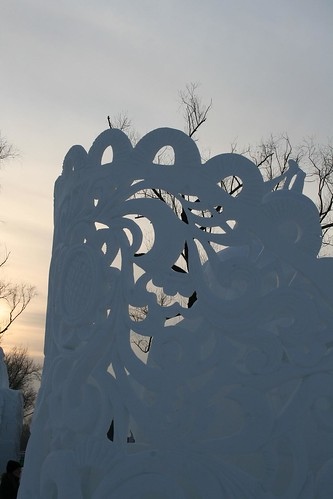 Snow sculpture (by niklausberger)