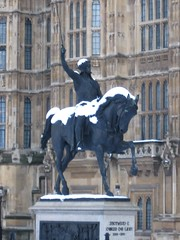 Parliament in the snow: Richard I statue