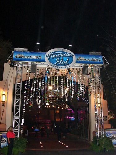 The Idol logo on the arch leading to the Rock 'n' Roller Coaster courtyard during the after-party. Photo by Mark Goldhaber.
