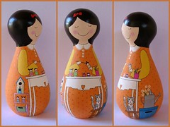 Fabi Sehnem (Belle Bellica) Tags: wood flowers flores cat doll craft gato handpainted boneca pintura tintas regador pinceis casinhadepassarinho kokeshis