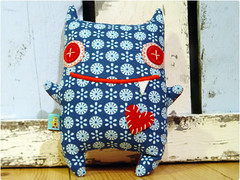 ninni (revoluzzza) Tags: berlin animal monster design stuffed doll pattern plush softie bauer tutorial facebook monstre stofftier revoluzzza