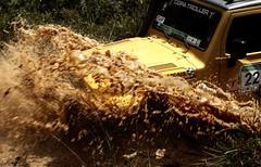 raid em ribeirão pires (Ana Luz) Tags: road portrait woman man water face car agua jeep offroad 4x4 retrato estrada toyota carro lama raid barro analuz trilha jipe troller competição ribeiraopires raiddobatom