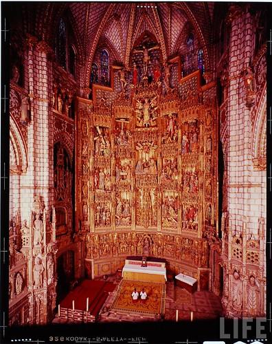 Interior de la Catedral de Toledo en 1963. Fotografía de Dmitri Kessel. Revista Life (11)