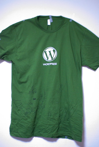 wordpress t-shirts with wordcamptokyo staff's signage