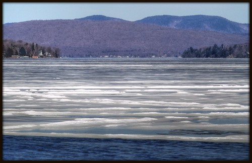juste avant que la glace ne se fonde en ses profondeurs