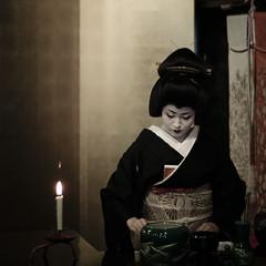 14657 : Otemae - Ichimame - (sakura_chihaya+) Tags: kyoto geiko 京都 芸妓 北野をどり ichimame canoneos40d 市まめ お茶席 お点前 contaxplanar1450mmj lightroom23
