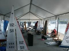 Tenda dok dermaga kapal marina