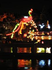 Chinese lanterns in the rain / 1 (bekhap) Tags: rain nightshot montreal pluie botanicalgarden waterreflection jardinbotanique chineselantern lanternechinoise