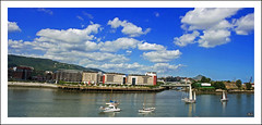Euskadi, what a wonderful world (Asi75er) Tags: travel summer sun clouds photoshop canon eos bilbao elements nubes bizkaia euskalherria euskadi bilbo basquecountry paisvasco barakaldo photoshopelements erandio ra riadebilbao 400d canoneos400d