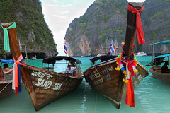 Maya bay _ Phi Phi Leh (MartinePasquini) Tags: alien asia beach blue khochang clear coast holiday island kho lagoon ocean palm paradise rocks sand sands sandy sea serenity sky thailand tourism tranquility transparent travel tree trees trip tropical tropics vegetation water wave holidays nature peace postcard relax romantic summer sunset tour waterways bangkok buddha buddhism country culture exotic exoticism giant grand kaew mythological palace phra religion royal sacred statue temple wat phuket krabi kata karon ao nang railay phiphi phi don leh similan