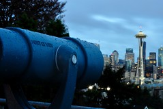 point of view [272-365] (ChezChiens) Tags: seattle blue skyline evening spaceneedle kerrypark 365 viewpoint divided ourdailychallenge