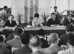 7-1962 Mrs. Dinh Nhu Ngo at press conference concerning Foreign goodwill tour 2 par VIETNAM History in Pictures (1962-1963)
