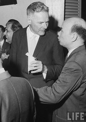 US Ambassador Henry Cabot Lodge Jr. (C) talking with acting Foreign Minister Truong Cong Cuu (R) at a diplomatic reception.9-1963 par VIETNAM History in Pictures (1962-1963)