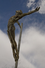 hombre (caroliki) Tags: escultura viladecans hombredesnudo canoneosrebelxti