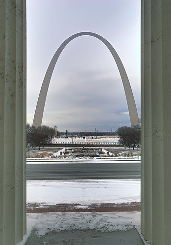 Old Courthouse, Jefferson National Expansion Memorial, in Saint Louis, Missouri, USA - view of Gateway Arch between columns