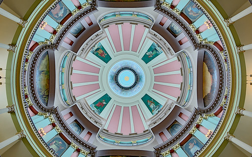 Old Courthouse, Jefferson National Expansion Memorial, in Saint Louis, Missouri, USA - centered view up into dome