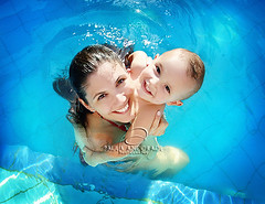 Happiness ~ Felicidade (_Paula AnDDrade) Tags: family blue portrait woman love pool smile happy photography kid hug retrato amor joy mother felicidade happiness son famlia va precious preciosa alegria fotografia mynephew paulaanddrade