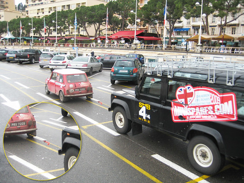 Mini tows Land Rover