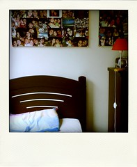 poladroiding #2 (adelle.araujo) Tags: pictures door family friends light orange home window television casa bed laranja puff pic pillow fotos cama travesseiro abajour poladroid