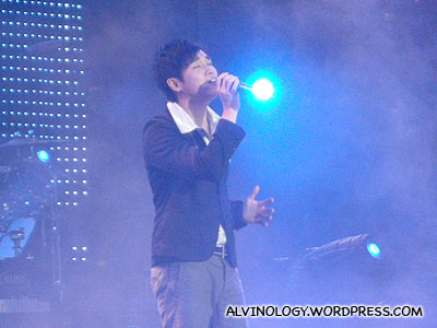 Taiwanese singer who not only is a friend of Soda Greens Qin Feng, but also sings and looks like him