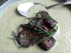 Schnittlauch-Kartoffelsuppe mit gebackener Blutwurst