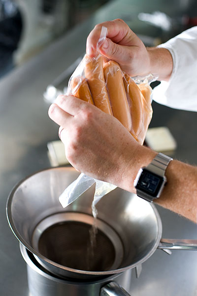 Extracting the liquid from sous-vide cooked hot dogs