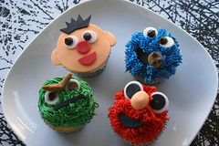 party time gang! sesame style! ({ coco cake cupcakes }) Tags: oscarthegrouch elmocake cookiemonstercake sesamestreetcake erniebert elmocupcakes cococake cupcakesvancouver cookiemonstercupcakes sesamestreetcupcakes lyndsaysung cococakecupcakes
