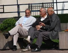 lunch talk / conversation de midi (GEO_Matt) Tags: france frankreich conversation midi talking threemen saverne unterhaltung granrue troishommes